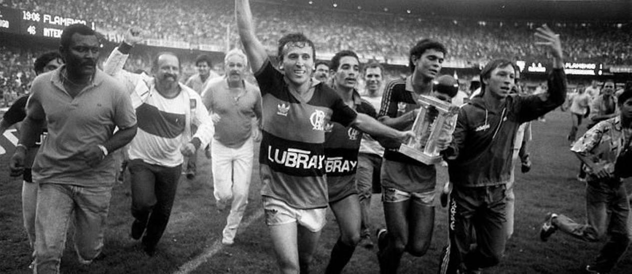 Zico comemora o título brasileiro de 1987 reconhecido pela CBF - Arquivo