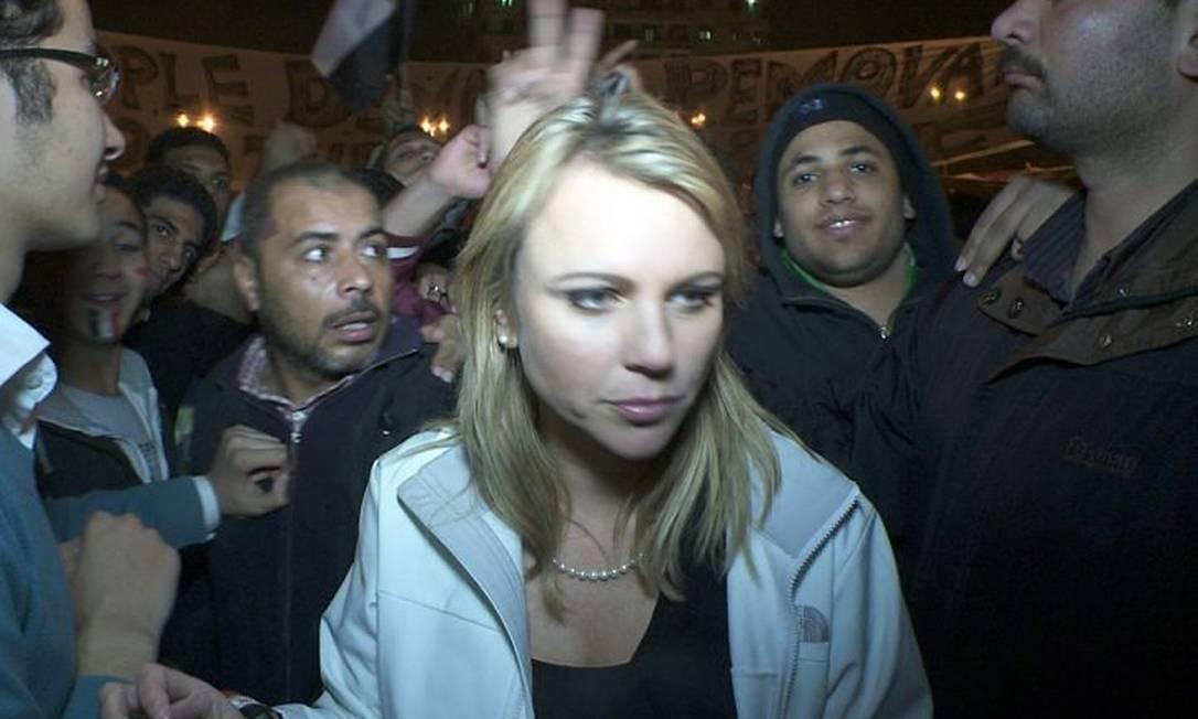 Lara Logan durante os protestos no Cairo Reuters