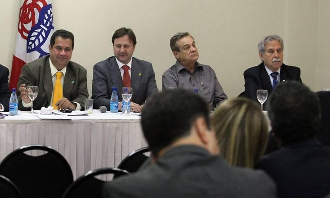 Ministro Carlos Lupi reunido com a bancada do PDTFoto de Givaldo Barbosa