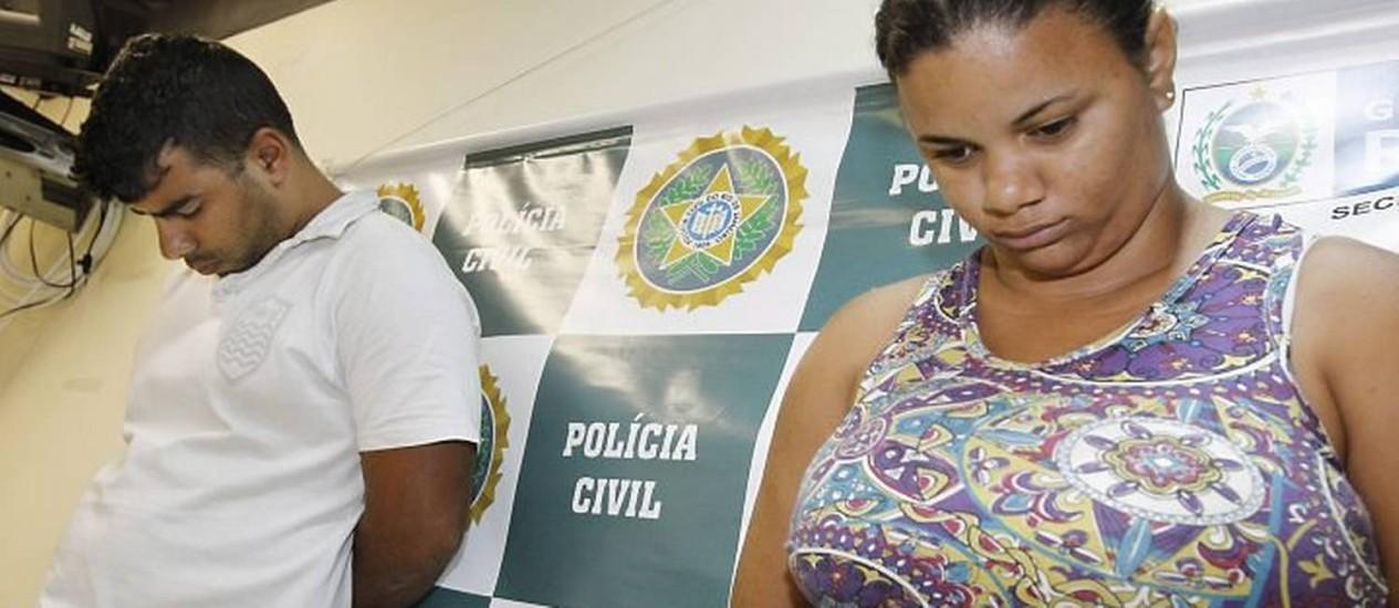 A empregada doméstica Deise Fernanda de Oliveira foi presa por roubar joias da patroa no Leblon. Ela depois as vendia para o receptador Vinicius Duarte Lodi Daltro. Os dois foram presos e levados para a 14ª DP