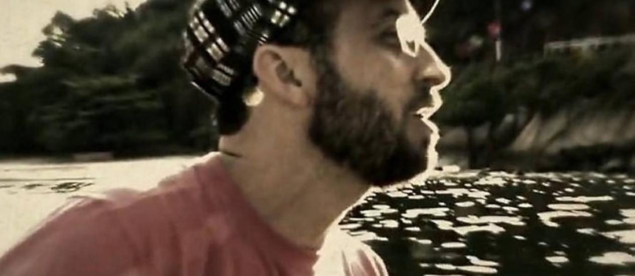 Cena de videoclipe de Lucas Santtana Reprodução