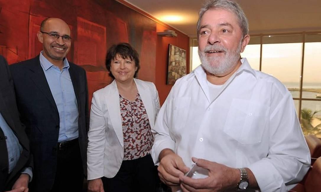 O ex-presidente Luiz Inácio Lula da Silva e a líder do Partido Socialista Francês, Martine Aubry, chegam a Dacar para o Fórum Social Mundial - Foto da AFP