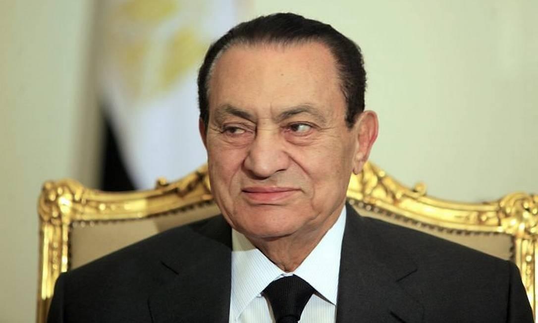 O presidente egípcio, Hosni Mubarak, em reunião no Palácio Presidencial - AP
