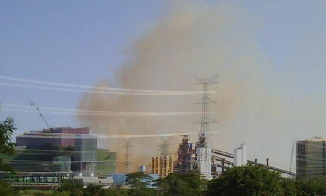 CSA lança fumaça laranja em Santa Cruz.