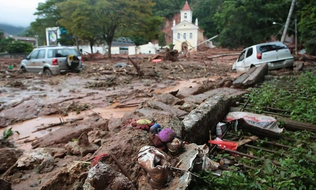 Destruição em FriburgoFoto: Pedro Kirilos - O Globo