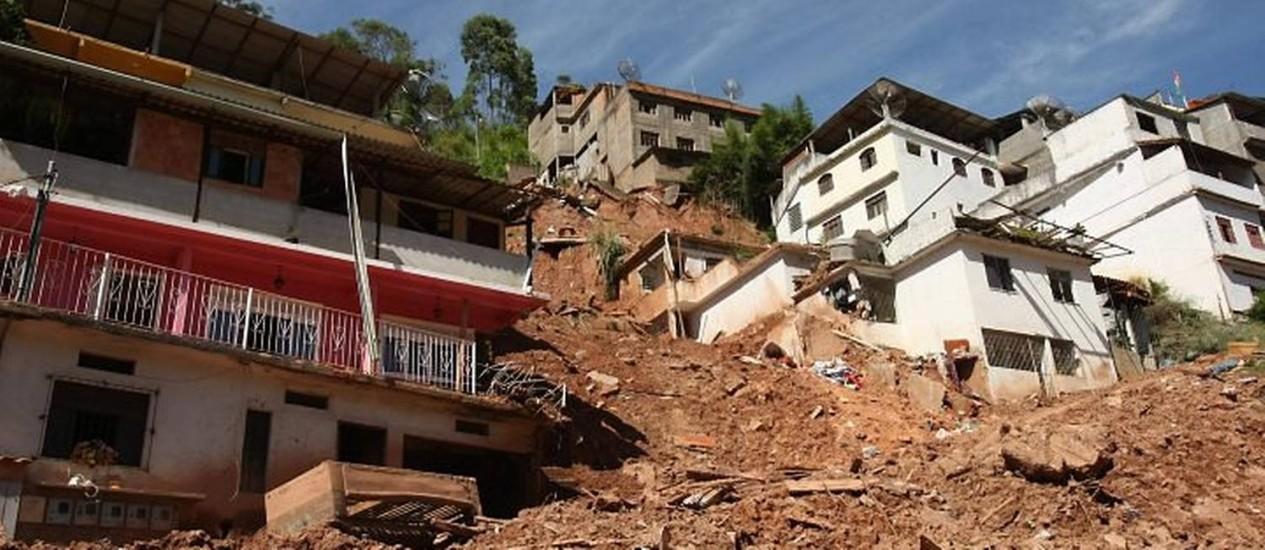 Friburgo. Local: Bairro Tingly. Construções irregulares (Foto: Marcelo Piu Agência O Globo)