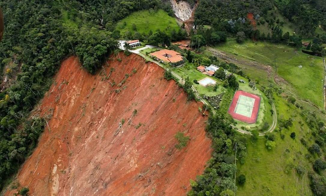Rescaldo das chuvas na Região Serrana - São João do Vale do Rio Preto (Foto: Custódio Coimbra Agência O Globo)
