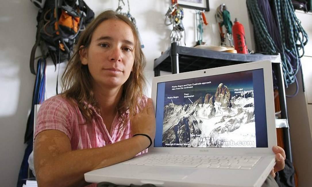 Kika Bradford mostra imagem do Fritz Roy - Marco Antonio Teixera O Globo