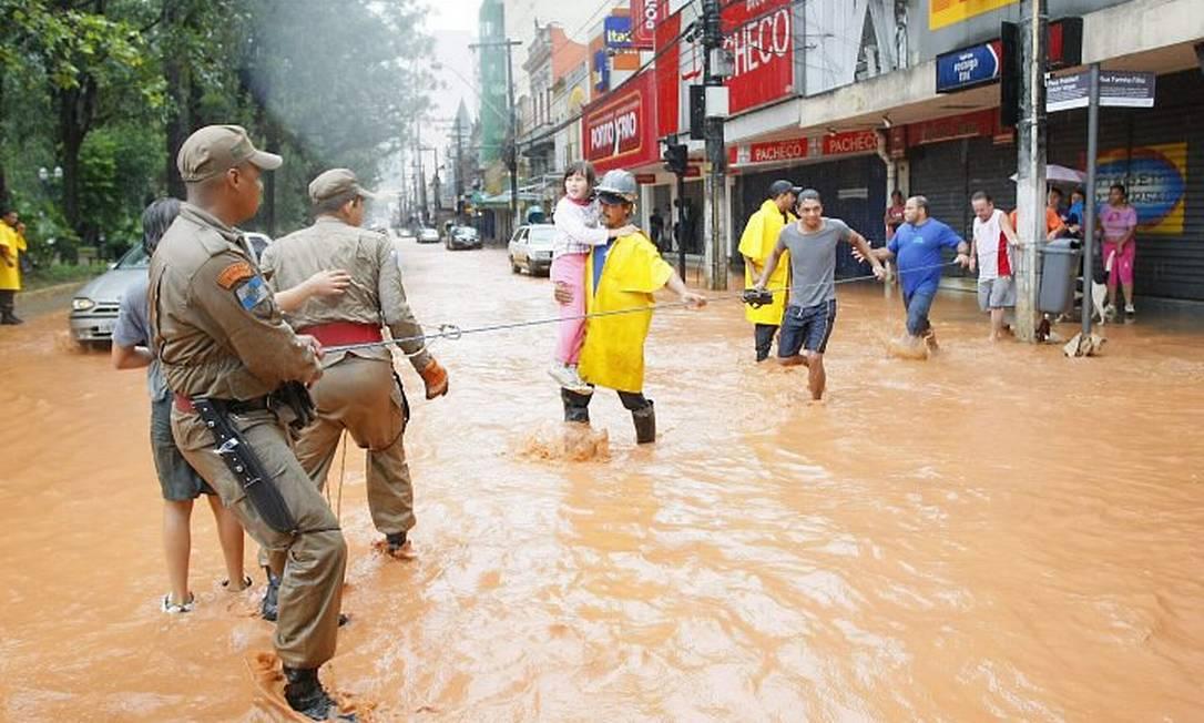 Resgate de corpos e vitimas das inundações e dos desabamentos causados em Nova Friburgo - Marco Antonio Teixeira O Globo
