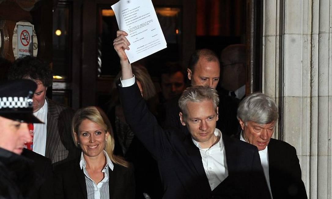 Julian Assange, fundador do WikiLeaks, após ser libertados da prisão no Reino Unido. Foto: AFP (16.12.2010)