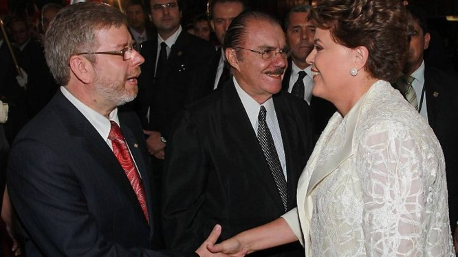 Presidente Dilma Rousseff cumprimenta parlamentares no Congresso Nacional - Fernando Maia O Globo