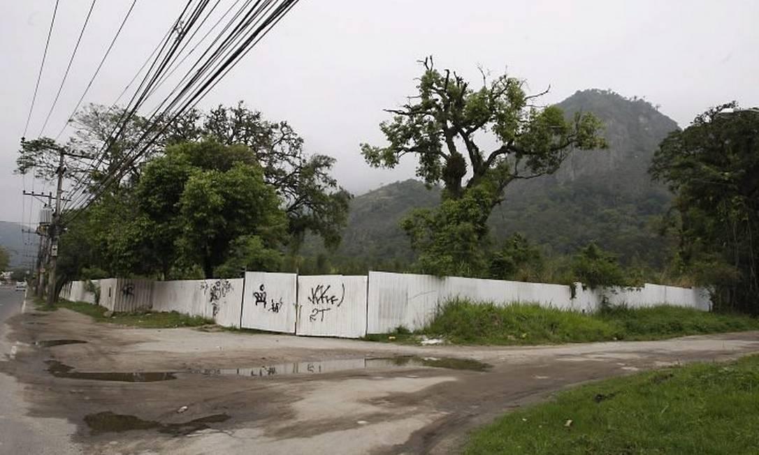 O terreno comprado por R$ 19,9 milhões: 1 parcela será descontada do valor a ser arbitrado por perito (Foto: Domingos Peixoto Agência O Globo)