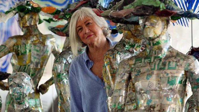 MARIA BONOMI, na exposição, em Brasília :