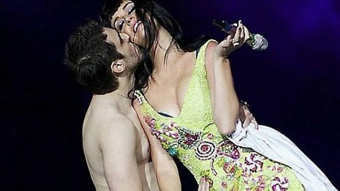 Julio de Sorocaba e Katy Perry se beijam no Rock in Rio. Foto: Reprodução da internet