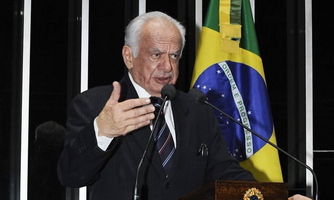 O senador Pedro Simon discursa no Senado em foto da Agência Senado