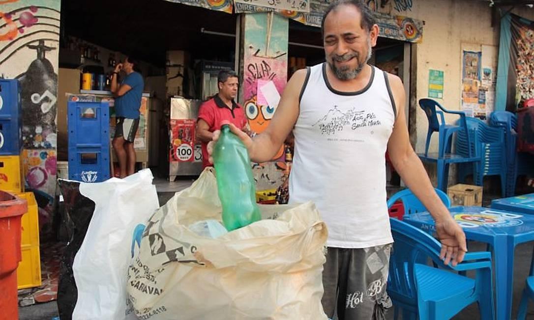 Antônio Tota, comerciante, também vai economizar na conta de luz. Foto de Gabriel de PaivaAgência O Globo