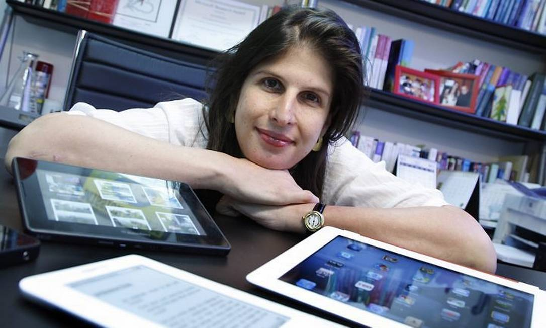 Para a professora Karin Breitman, da PUC-Rio, não há como indicar qual é a máquina mais adequada para cada consumidor, pois a escolha é pessoal Foto: Simone Marinho