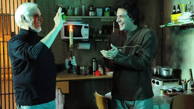 Ferragus (Francisco Cuoco) faz truques para Herculano (Rodrigo Lombardi)