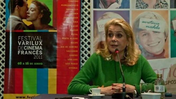 Catherine Deneuve participou da coletiva de imprensa do Festival Varilux de Cinema Francês, que aconteceu nesta quinta-feira, em Copacabana