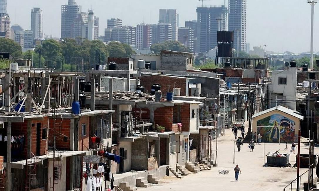 Uma favela perto da Recoleta: ?puxadinhos? verticais como aqui (Foto de 2007 Ivan Alvarado)