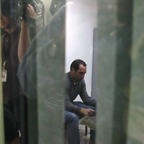 Ex-jogador Edmundo chega à delegacia em São Paulo, após ser preso Foto: Reprodução TV Globo