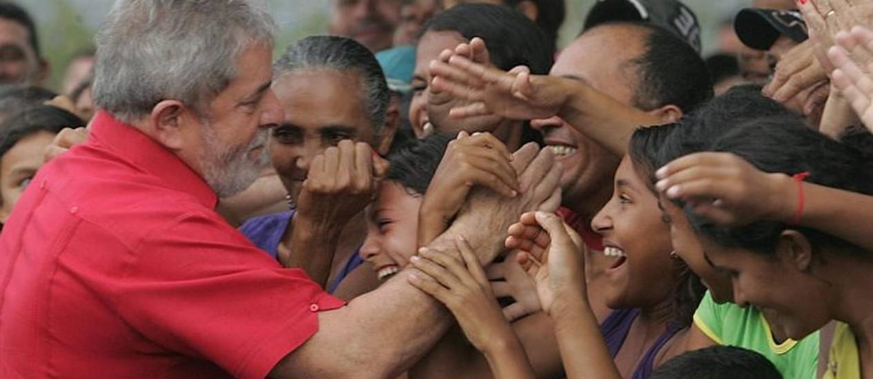 Lula é cumprimentado por populares em inauguração da Transnordestina, no Ceará. Foto: Jarbas Oliveira