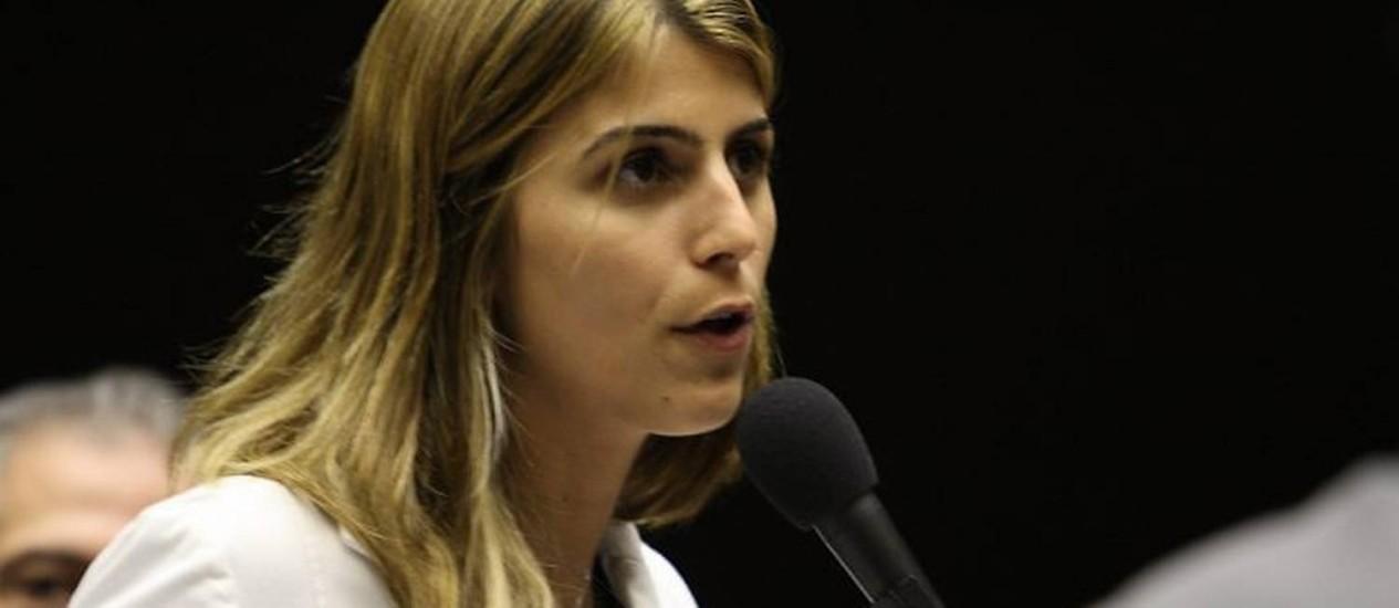 A deputada Manuela d'Ávila, discursa durante sessão deliberativa da Câmara. Foto: Ailton de Freitas