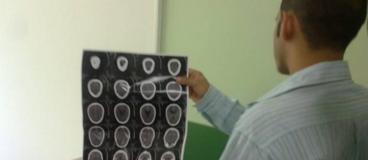Um dos rapazes agredidos na Paulista passou por radiografia, que não constatou lesões - Foto Marcelle RibeiroO Globo