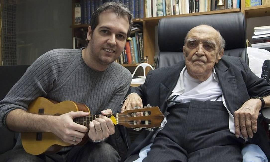 Oscar Niemeyer e Edu Krieger: parceiros com 66 anos de diferença Foto Divulgação - Alfredo Alves