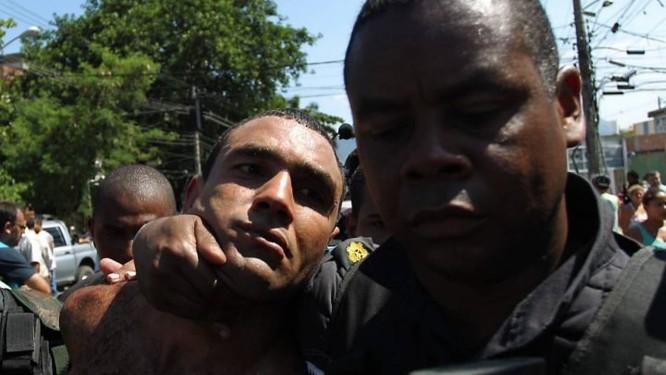 Zeu, assassino do jornalista Tim Lopes, é preso no Alemão