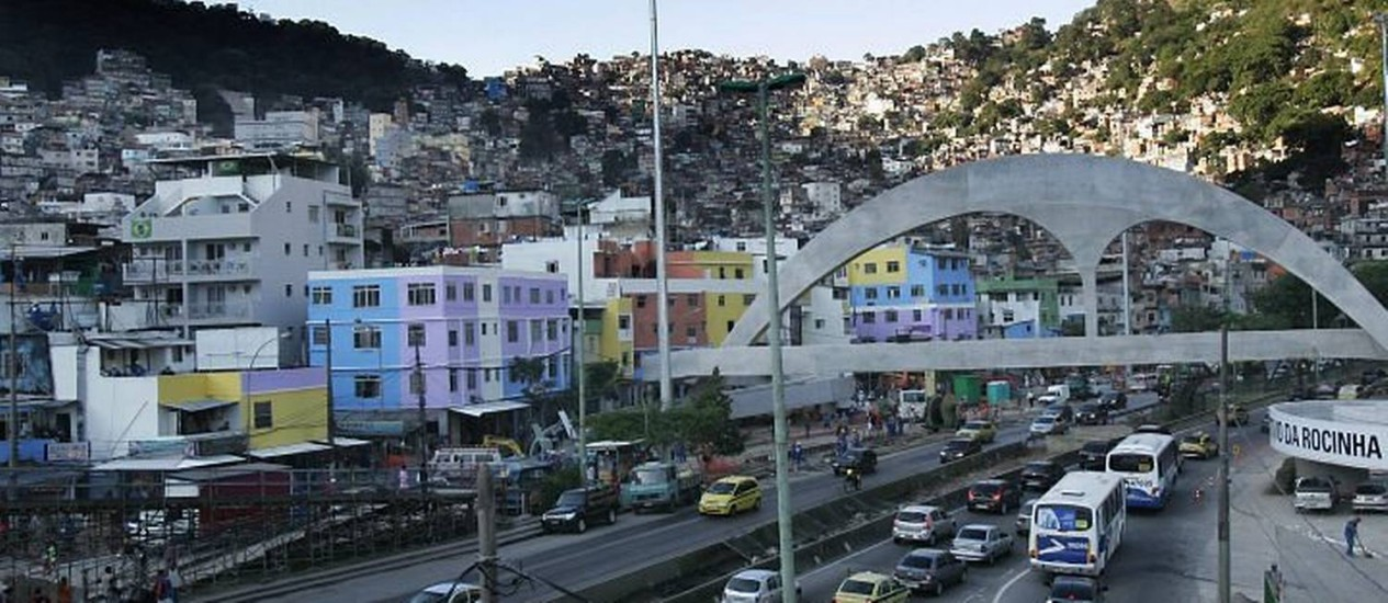 Entrada da comunidade da Rocinha. Foto: Marcelo Piu - O Globo