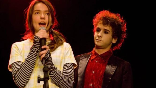 Mariana Lessa é uma cantora teen em 'Julie e os fantasmas'