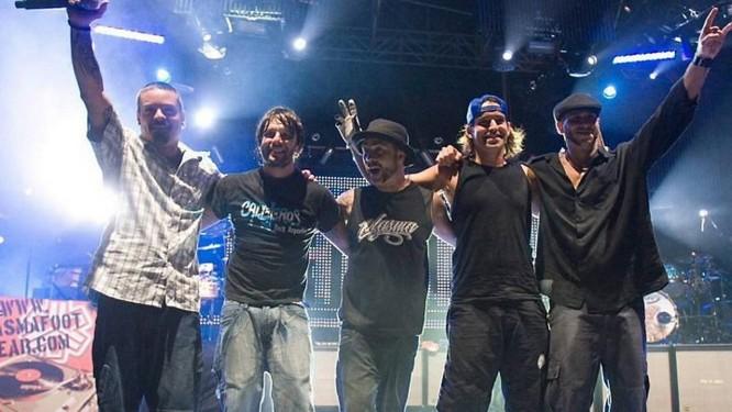 Baía (à esquerda), Román, Egypcio, PG e Leo em show do Tihuana Divulgação