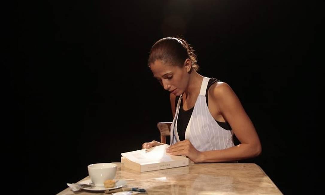 Camila Pitanga lê o 'Poema sujo' Divulgação