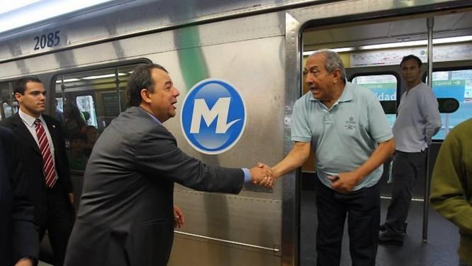 Governador Sérgio Cabral durante inauguração da Estação Cidade Nova do metrô - Foto: Gabriel de Paiva - O Globo