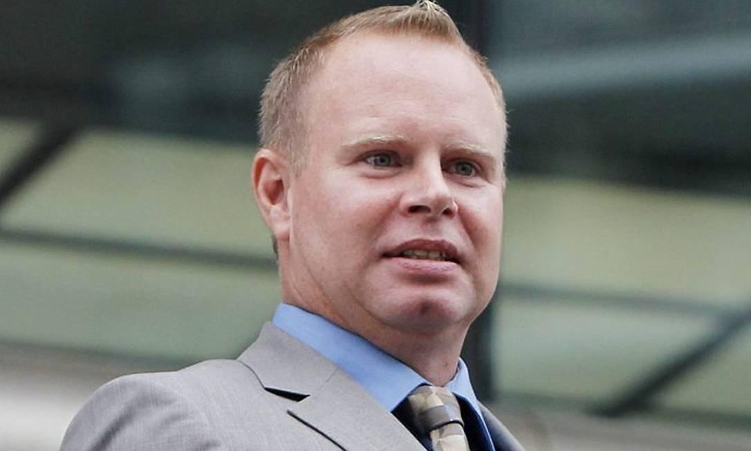 Steven Slater deixa o tribunal em Nova York AP