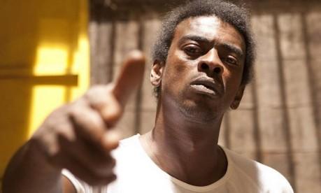 Motim e mortes. Seu Jorge é Beirada em 'Tropa de Elite 2' (2010): rebelião no presídio em Bangu, na Zona Oeste do Rio Foto: Alexandre Lima / Divulgação