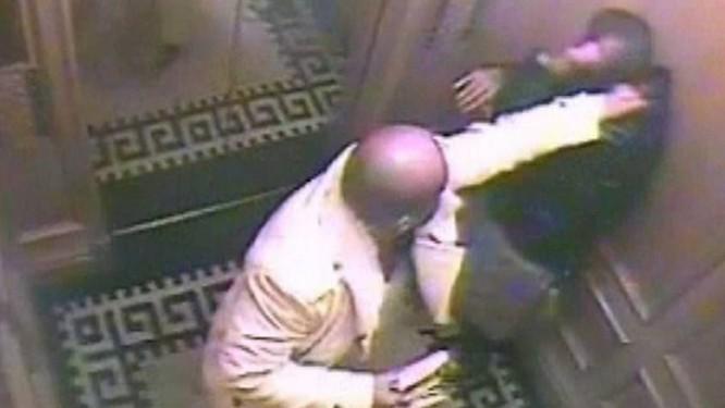 Câmera de hotel em Londres flagra príncipe agredindo o companheiro em elevador Reuters
