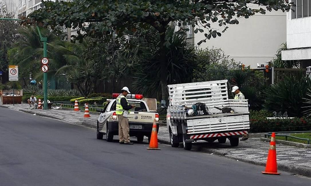 Estacionamenmto irregular na Avenida Viera Souto. Foto: ArquivoGustavo Stephan - Agência Globo10-08-2010