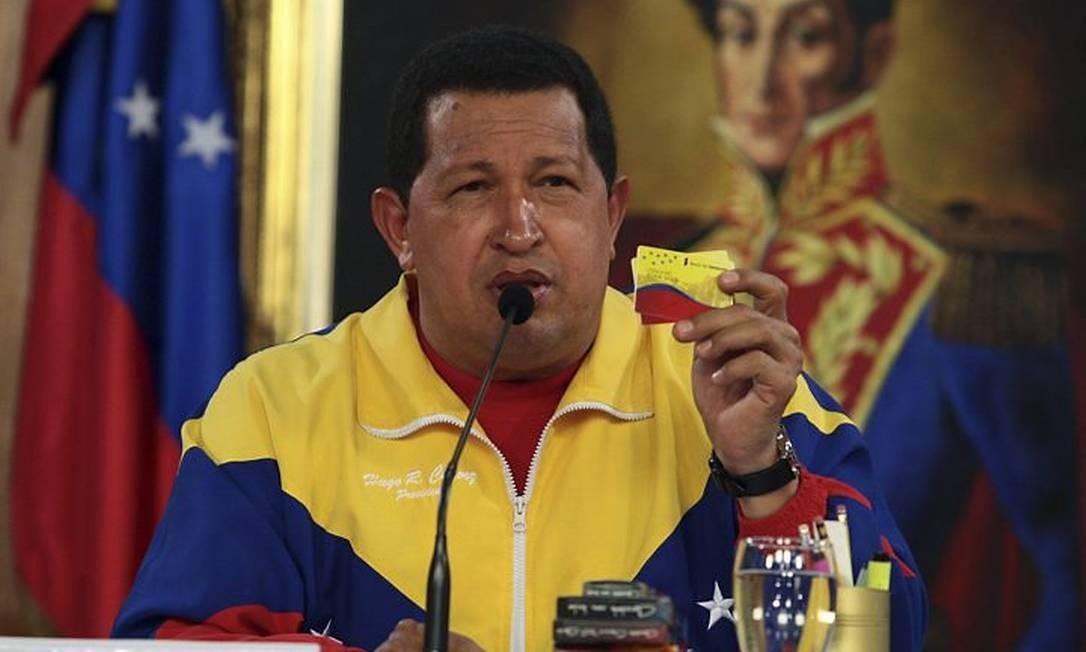 O presidente venezuelano, Hugo Chávez, em reunião de gabinete no Palácio Miraflores, em Caracas - Reuters