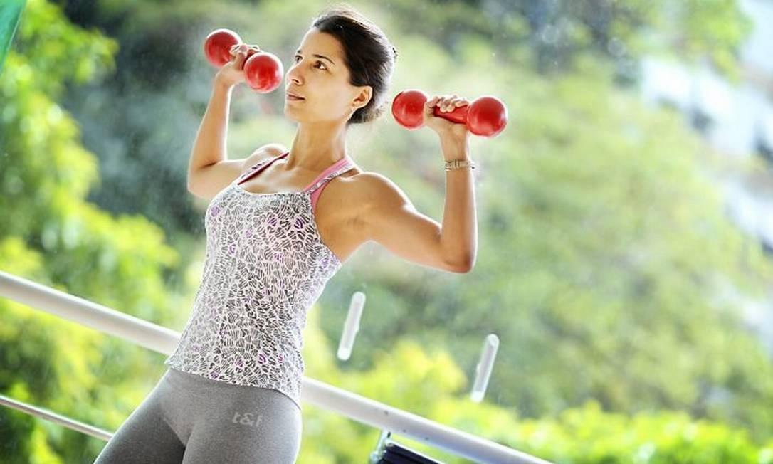 Levantar pesos pode trazer resultados mais positivos do que a atividade aeróbica Foto: Marcia Foletto