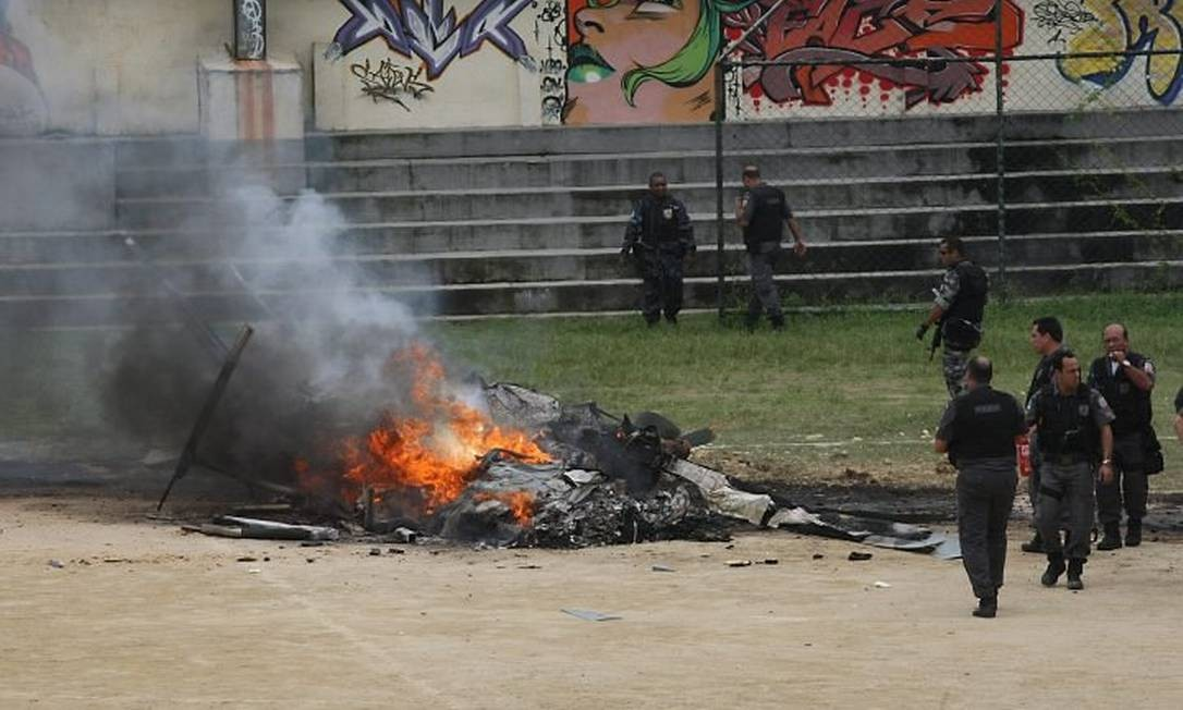 Helicóptero da PM derrubado por traficantes em 17092009 - Foto: Marcia Foletto