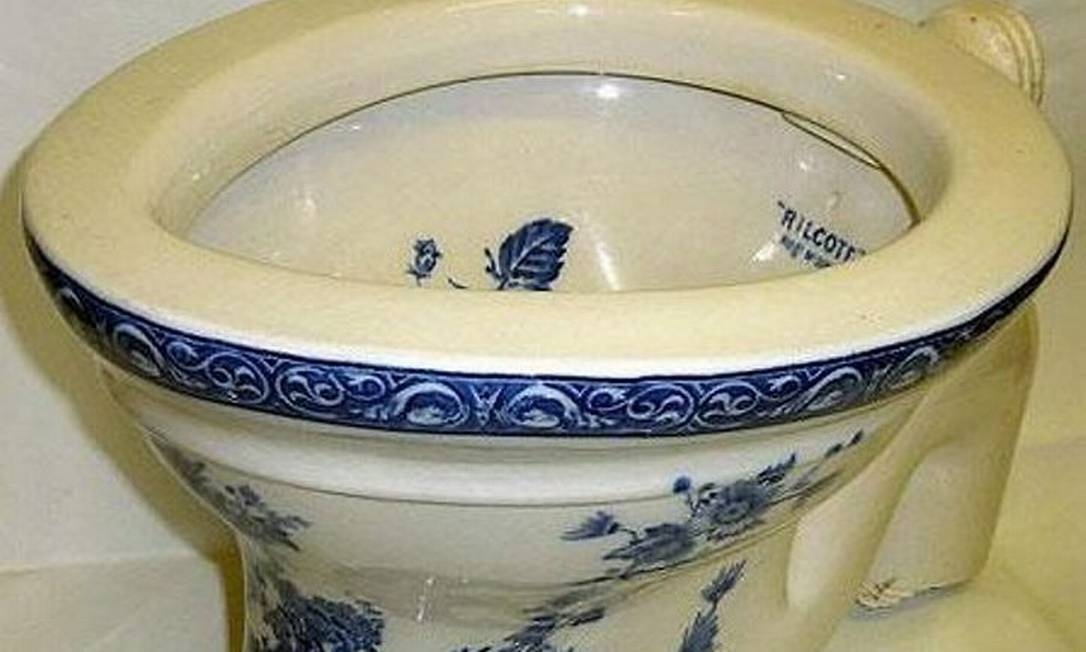 Vaso sanitário que pertenceu a John Lennon Reprodução