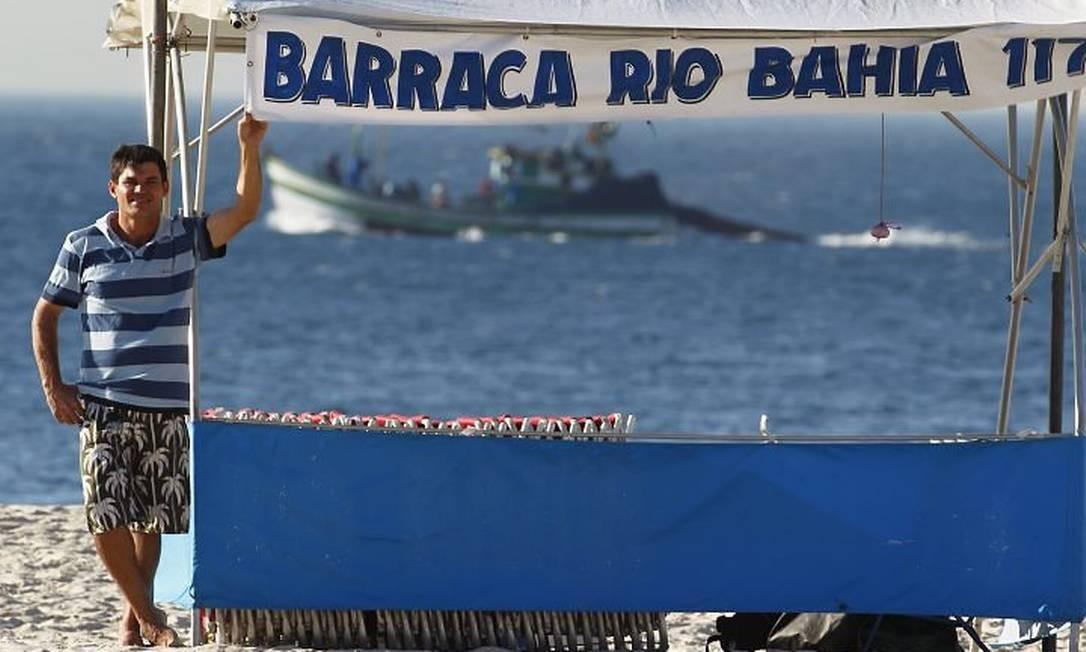 Raimundo Bezerra, na sua barraca em Copacabana: após empréstimo no BB, fará curso de finanças e de inglês de olho na Copa e nas Olimpíadas Custódio Coimbra
