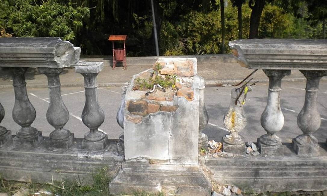 Eu-Repórter: Leitora reclama de falta de conservação na Quinta da Boa Vista no Rio Foto da leitora Luciana Tecidio
