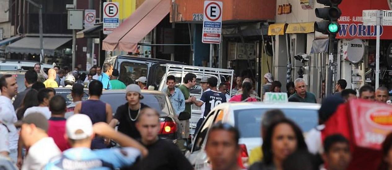 Na Rua Santa Efigênia, no Centro de São Paulo, é possível comprar CDs com dados completos de cidadãos inscritos na Previdência e no Denatran Eliária Andrade