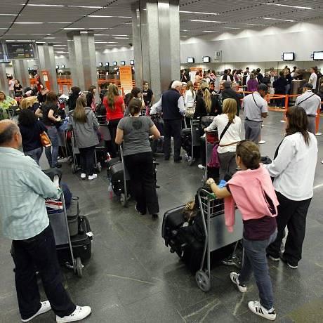 Cancelamentos e atrasos em voos da Gol causaram transtornos a passageiros no Aeroporto Internacional Tom Jobim, no Rio Fernando Quevedo - 02-08-2010