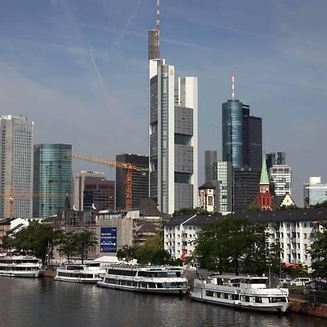 Distrito financeiro de Frankfurt: TAM terá novos voos saindo do Rio para a cidade alemã em agosto. Foto: Daniel RolandAFP