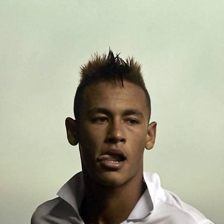 A cavadinha de Neymar acabou não dando certo, mas o Santos venceu por 2 a 0 - Reuters