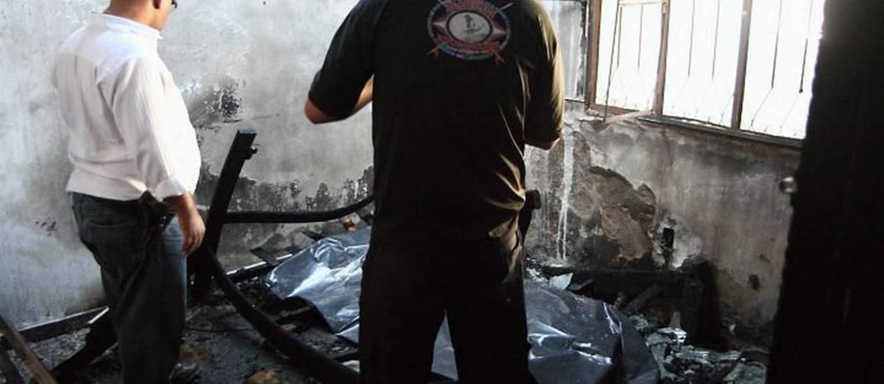 A casa consumida pelo fogo: duas crianças morreram em São Gonçalo